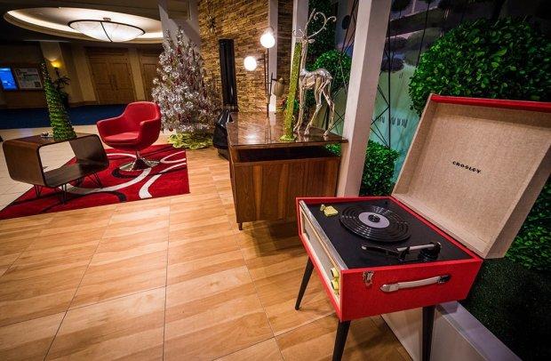 disneyland-hotels-christmas-decorations-011