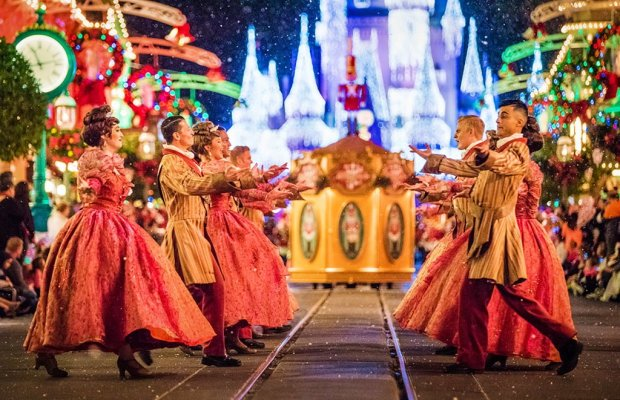 mickeys-once-upon-christmastime-parade-dancers