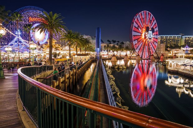 paradise-pier-night-disney-california-adventure-sony-rx100