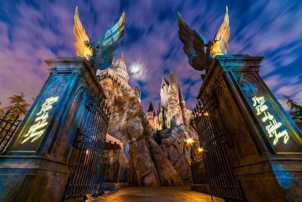 hogwarts-castle-night-wizarding-world-harry-potter-universal-hollywood-los-angeles