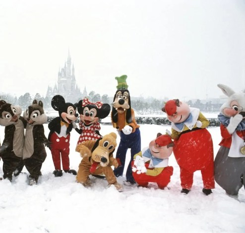 Who wouldn't *love* a photo of characters in the snow?! ©Disney