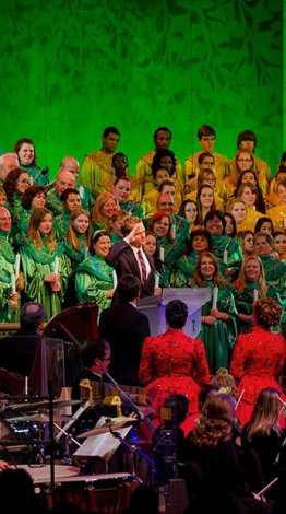 neil-patrick-harris-candlelight-processional-epcot-disney-world