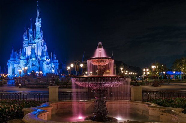 kiss-goodnight-lighting-cinderella-castle-fountain-3