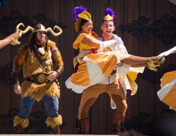 mickeys-royal-friendship-faire-magic-kingdom-walt-disney-world-019