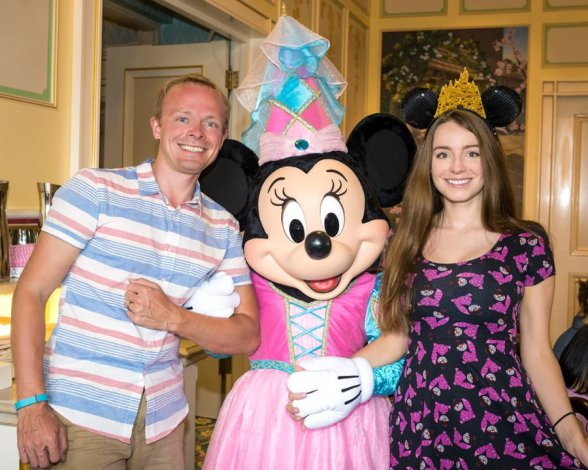 brickers-royal-banquet-hall-shanghai-disneyland-minnie-mouse