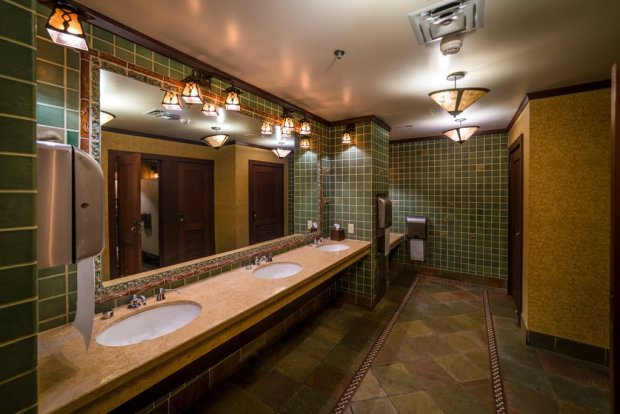 disneyland-restrooms-bathrooms-bricker-010