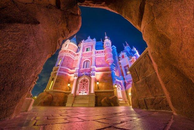enchanted-storybook-castle-cave-shanghai-disneyland