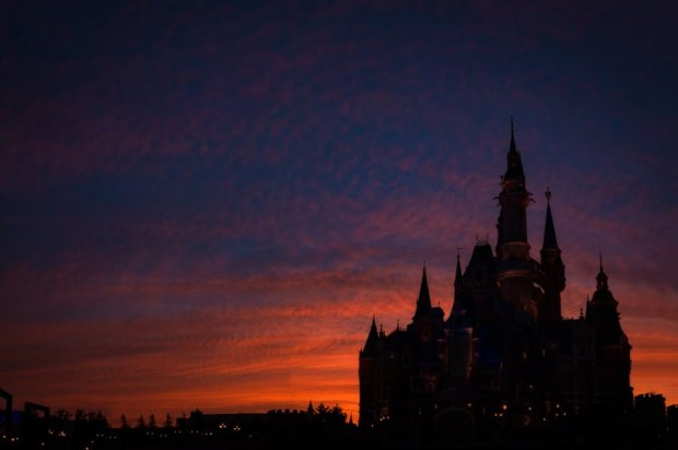 enchanted-storybook-castle-dusk-color-sikhouette-shanghai-disneyland