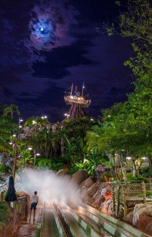 humunga-kowabunga-splash-typhoon-lagoon-night-walt-disney-world