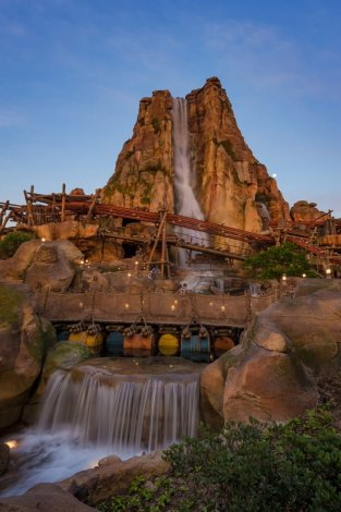 roaring-mountain-silky-water-afternoon-light-shanghai-disneyland