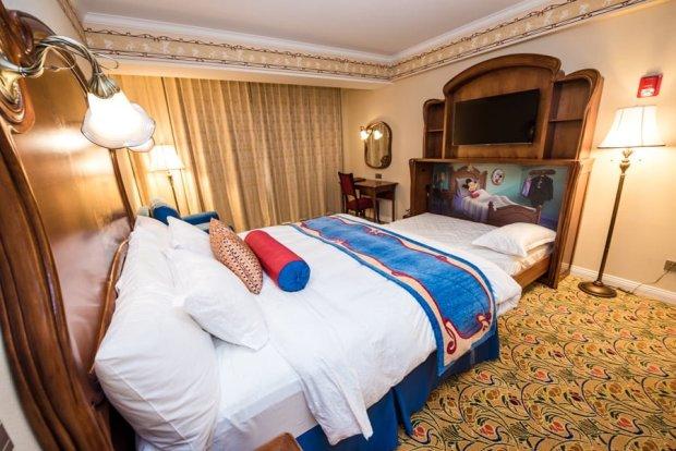 shanghai-disneyland-hotel-room-interior-015