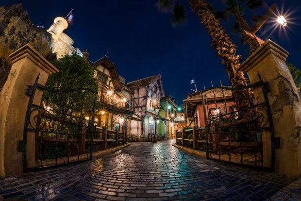 treasure-cove-night-gated-path-shanghai-disneyland