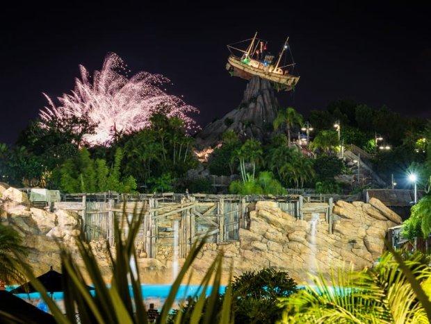 typhoon-lagoon-epcot-illuminations-fireworks-walt-disney-world