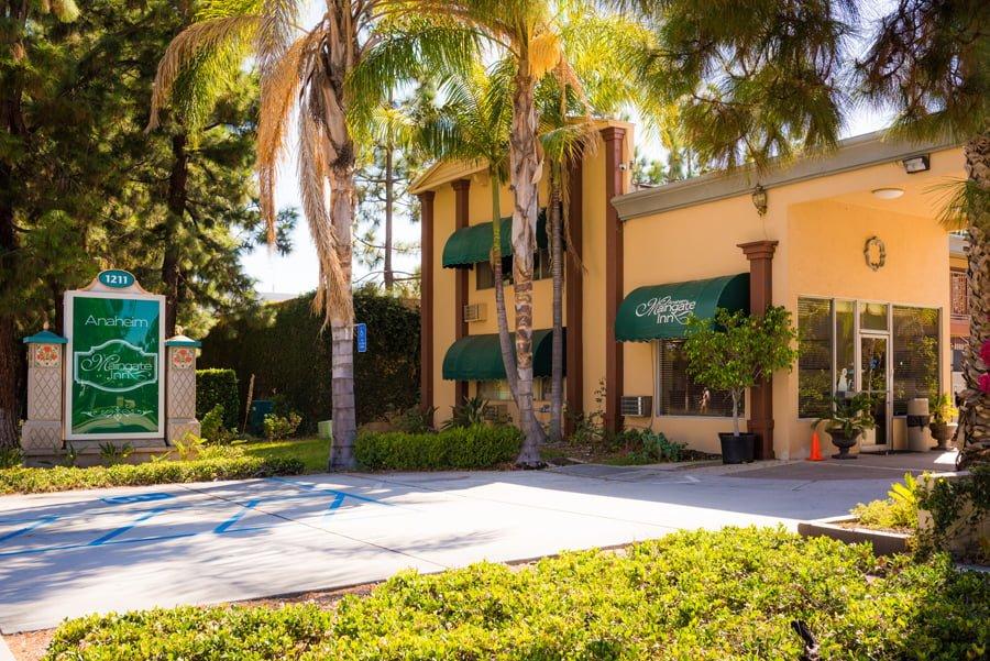 Anaheim Desert Inn and Suites | Anaheim, CA Hotels near