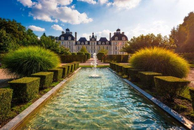fountain-château-de-cheverny-loire-valley-france-bricker
