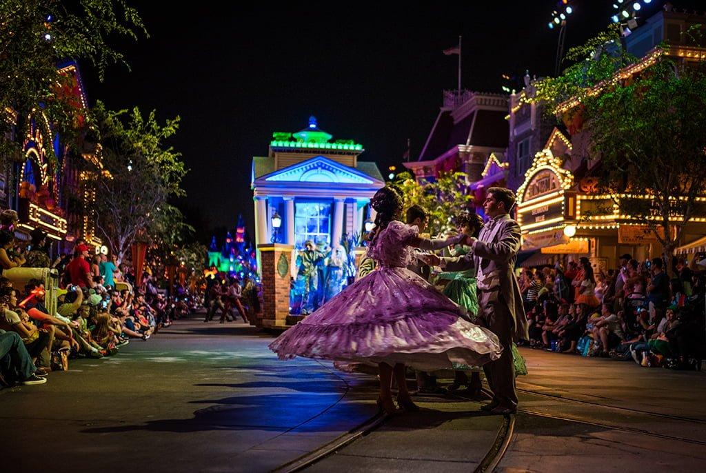 Mickey's Halloween Party at Disneyland Tips - Disney Tourist Blog