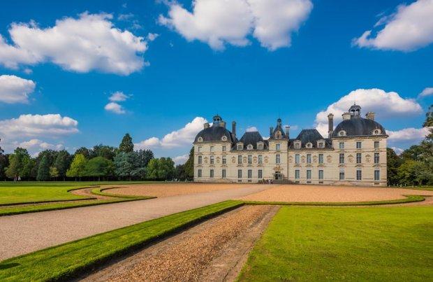 front-château-de-cheverny-loire-valley-france