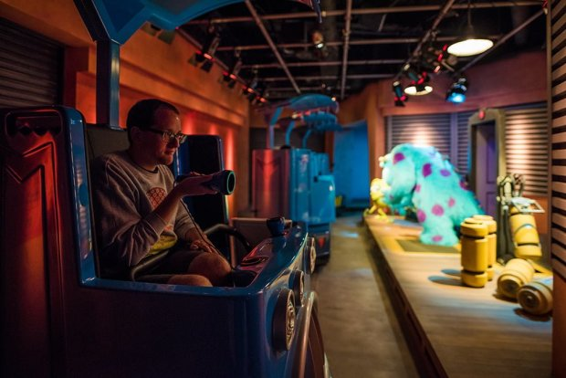 guy-selga-flashlight-monsters-tokyo-disneyland-065