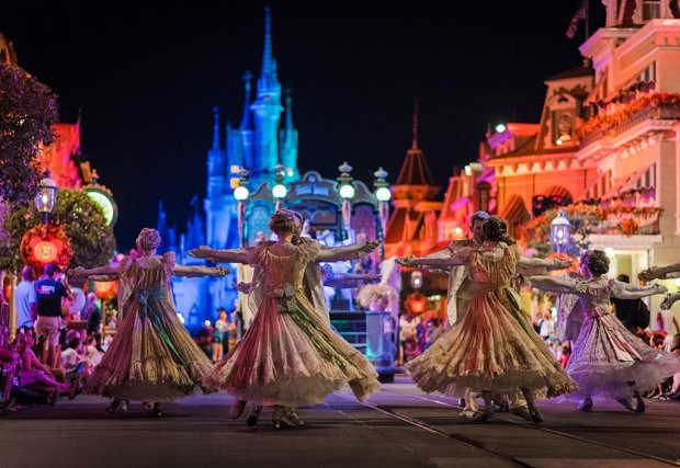 mickeys-boo-to-you-halloween-parade-010