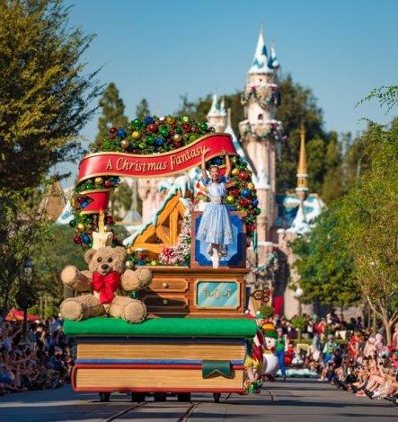 a-christmas-fantasy-parade-disneyland-christmas-019