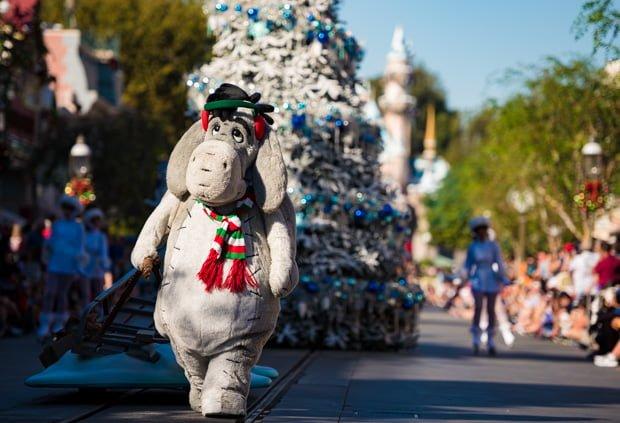 a-christmas-fantasy-parade-disneyland-christmas-021