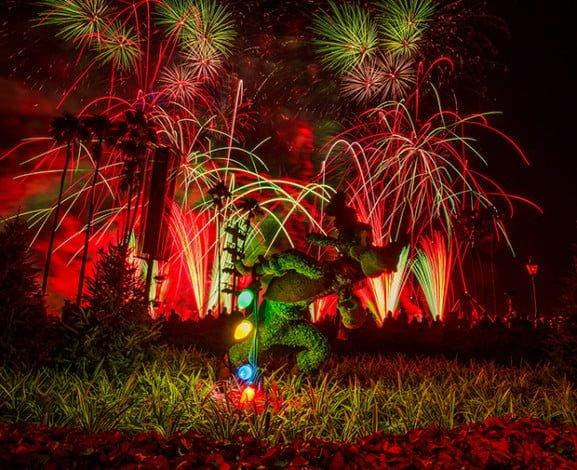 goofy-christmas-illuminations-peace-on-earth-fireworks-epcot
