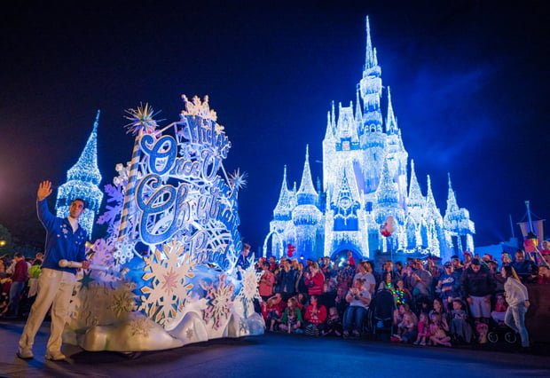 mickeys-once-upon-christmastime-parade-mvmcp-wdw-002