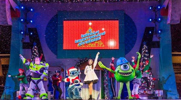 totally-tomorrowland-christmas-mickeys-very-merry-christmas-party-walt-disney-world-015