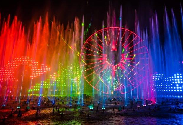world-color-season-light-christmas-disney-california-adventure-007