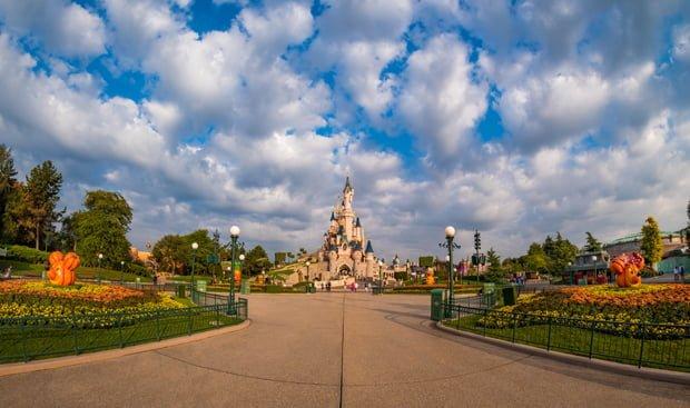 central-plaza-pumpkins-panorama-disneyland-paris