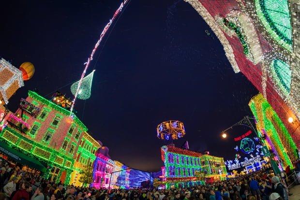 osborne-lights-widw-view-crowd-dusk-dhs-disney-world