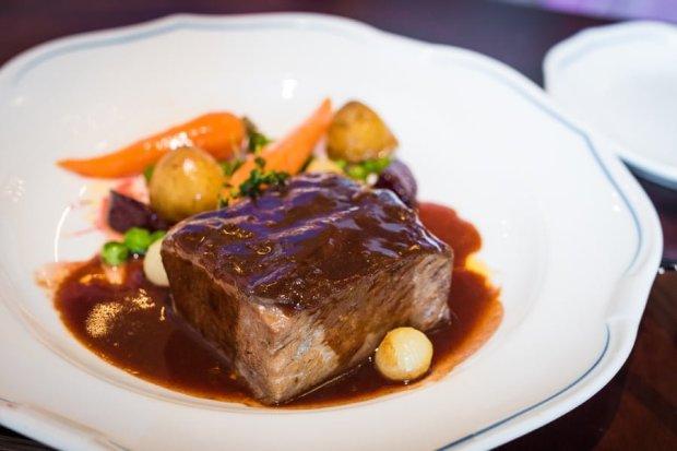 royal-banquet-hall-shanghai-disneyland-restaurant-china-035