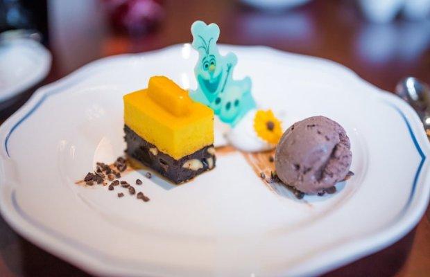 royal-banquet-hall-shanghai-disneyland-restaurant-china-039