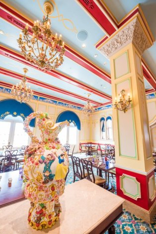 royal-banquet-hall-shanghai-disneyland-restaurant-china-041