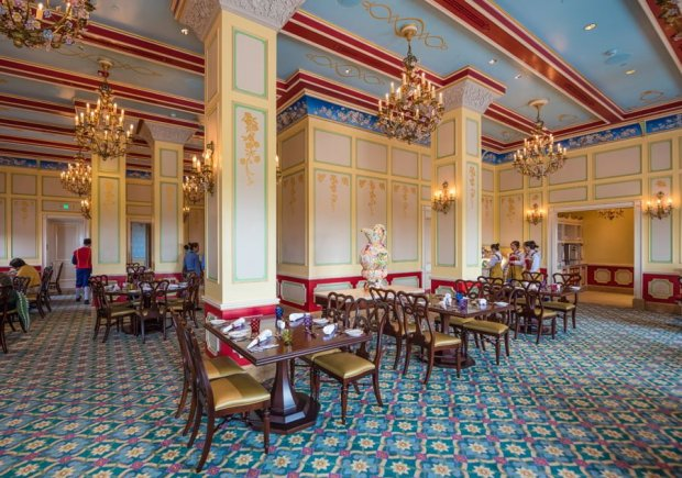 royal-banquet-hall-shanghai-disneyland-restaurant-china-045