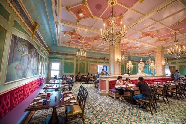 royal-banquet-hall-shanghai-disneyland-restaurant-china-047