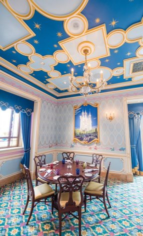 royal-banquet-hall-shanghai-disneyland-restaurant-china-048