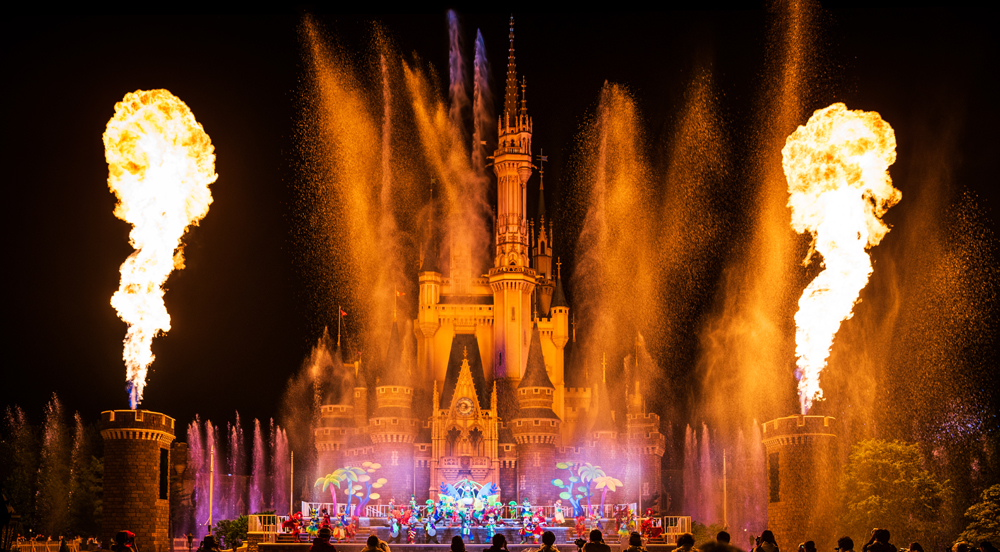 5ae411e5131c6 Our 2019 Tokyo Disney Resort vacation planning guide covers all aspects of  visiting Tokyo Disneyland and Tokyo DisneySea. We have Japan info and  Disney tips ...