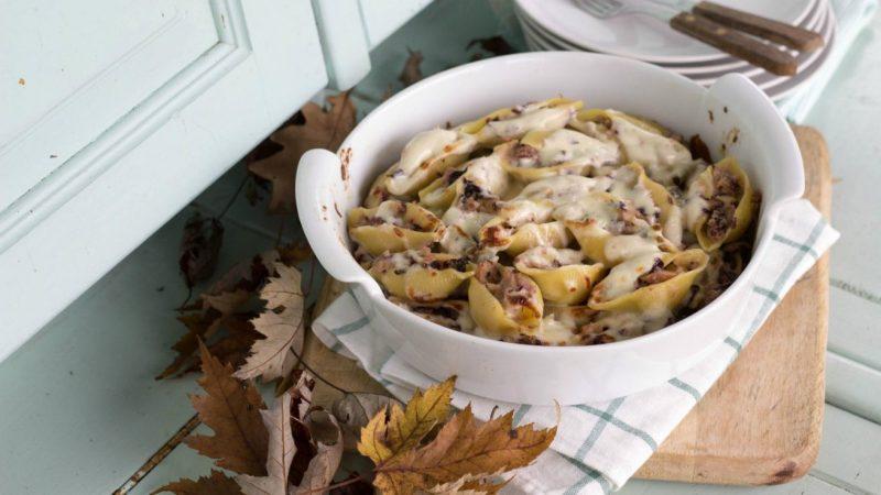 conchiglioni ripieni di radicchio noci e gorgonzola piatto