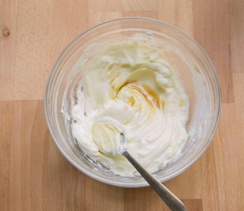 crema al mascarpone con striature di estratto di vaniglia