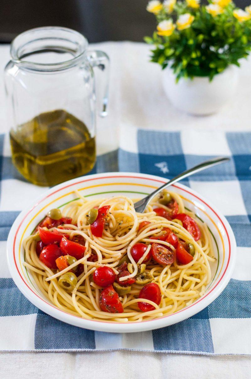 pasta olive e pomodorini olio
