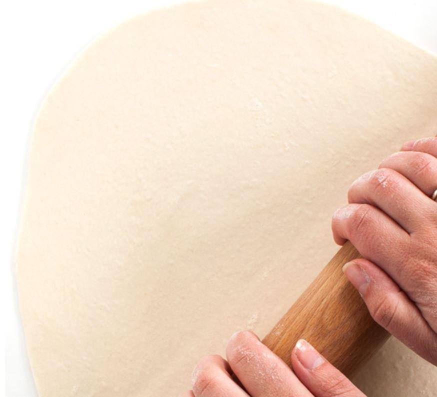 pizza stesa col mattarello