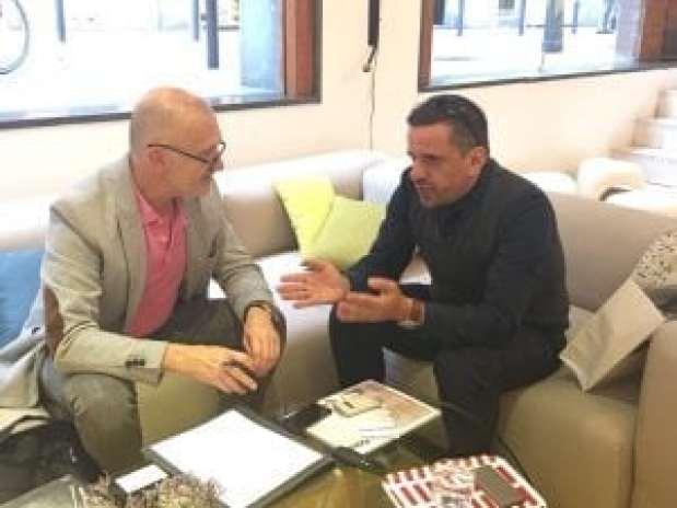 MarcelBenedito, Director editorial de Distritooficina, entrevistando a Raphael Gielgen.