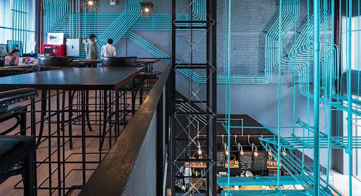 Coworking Hubbato-To Bangkok de Supermachine Studio: cuando despertó el high tech seguía allí