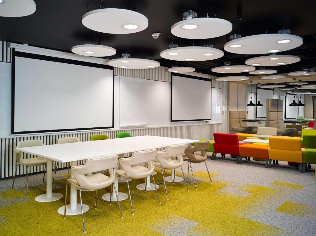 iluminación de oficina Philips Lighting ayuda a innogy