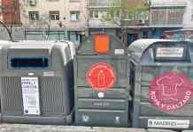 Instalados contenedores de aceite en vía pública y mercadillo