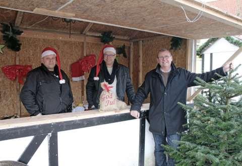 Steffen Beierholm, Johnny Andersen og borgmester Gert Jørgensen kunne sammen glæde sig over en skøn jul i Vestsjællands hyggeligste købstad. Foto: Bjarne Stenbæk