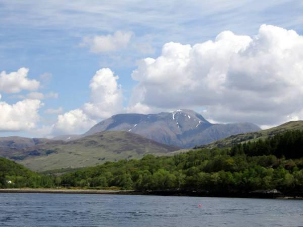 Vanaf Loch Linnhe heb je het mooiste zicht op de Ben Nevis! Zie je jezelf al op de top staan?