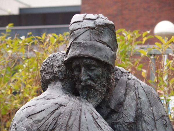Prachtige bronzen beelden van Karel Gomez in de beeldentuin.