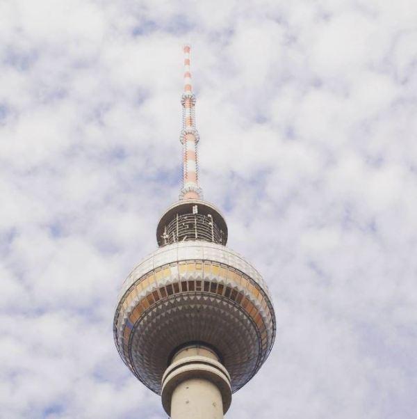 De Fernsehturm op het Alexanderplatz